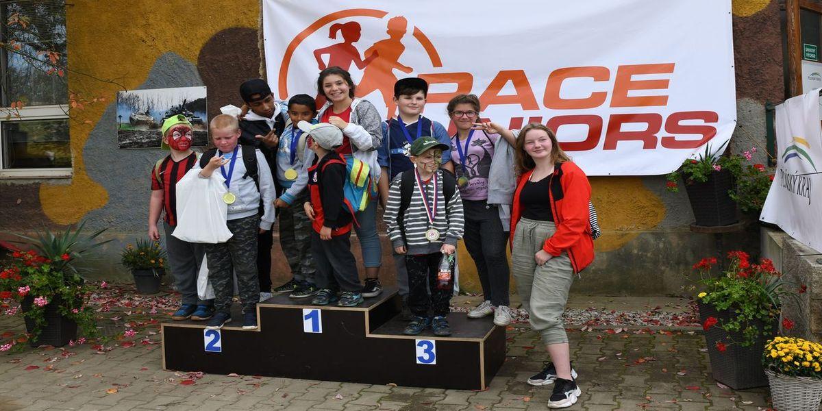 Našich běžeckých závodů se vždy účastní děti s fyzickým, nebo mentálním hendikepem a děti z dětských domovů